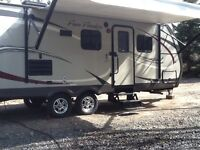 LIKE NEW 23' FUN FINDER TRAVEL TRAILER