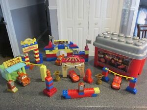 200 méga bloks Flash McQueen Gas Corner Piston Cup et Autre