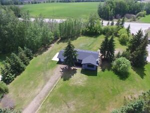 UPGRADED BUNGALOW ON 1 ACRE (Lake Country Properties)