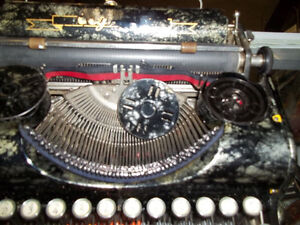 #greenspotantiques Fantastic special edition Olympia typewriter, Cambridge Kitchener Area image 4