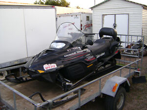 ***PARTING OUT SLEDS***      2000 GRAND TOURING 600 TWIN SKI-DOO
