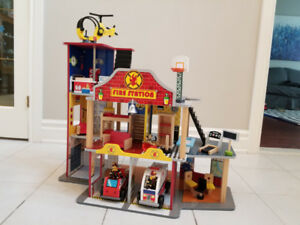 Kid Kraft Deluxe Fire Station