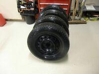 4 rims 15po et pneus 195/65/15 pour Nissan Sentra-Versa