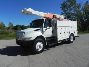 2004 INTERNATIONAL 4400 BUCKET TRUCK