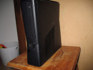 XBOX 360 console,250 gb , kinect et plus / and more