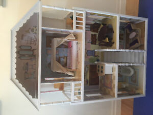 Kidcraft Savannah Dollhouse - gently used, excellent condition