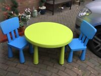 LARGE IKEA CHILDS CIRCULAR TABLE & 2 CHAIRS
