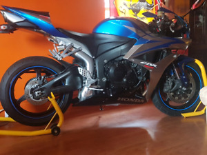 2007 Honda cbr600rr 4cyl dohc fuel injected  6 speed