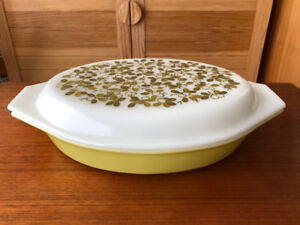 Vintage Divided Pyrex Baking Dish with Lid - 1.5 qt - Perfect