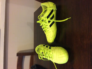 Youth Boys Size 6 Soccer Cleats