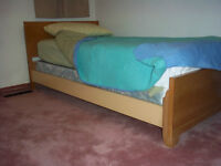 Twin bed (with head and footboard, boxspring and mattress)