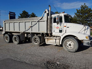 DUMP TRUCK TRI-AXLE ,,,GOOD DEAL