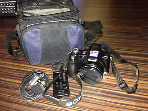 Sony Cyber-shot DSCH50 9.1 MP Camera Package
