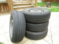 A vendre 4 pneus 185/65 R 14