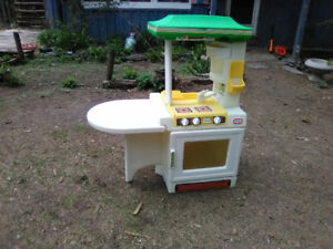 PARTY KITCHEN - LITTLE TIKES