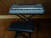 Yamaha PSR 292 keyboard and bench
