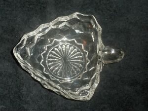 Art de la table: plat a bonbon fait par Fostoria Glass co.