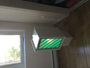 Table d 'appoint avec luminaire