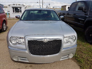 2010 Chrysler 300LIMITED.  WARRANTY / ACCIDENT FREE / ONE OWNER
