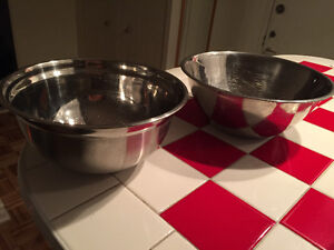 2 stainless steel mixing bowls