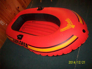 inflatable boat, towing , pool,  / bateau flottant, piscine