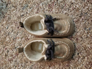 Size 6 months baby shoes