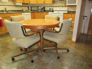 Like New - Solid Oak Table, Self Storing Leaf, 4 Swivel Chairs