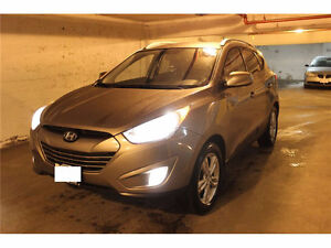 2011 Hyundai Tucson SUV with 3 SETS OF TIRES (2 SUMMERS, 1 WINTE