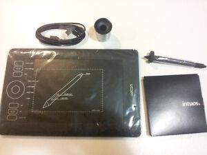 Small Wacom Intuos Art Tablet