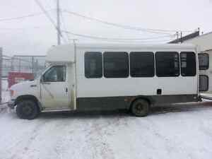 * REDUCED * 1996 Ford E350 Shuttle bus low km