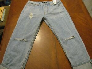 **NEW  WITH  TAGS**  FOREVER  21  DENIM  CAPRIS