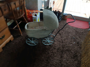 1900s vintage wicker baby doll buggy