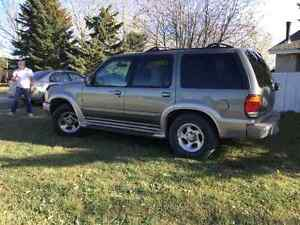 1999 Ford Explorer Leather SUV, Crossover