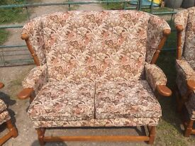 ***REDUCED ***Lovely sofa with 2 matching chairs