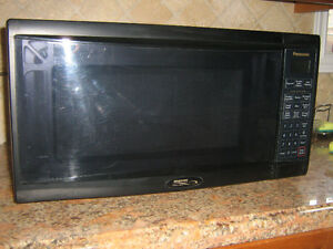 Microwave oven Panasonic 2.2 CF full size very good condition