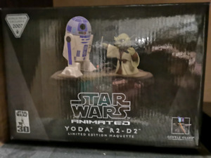 Gentle Giant Star Wars Animated Yoda and R2-D2