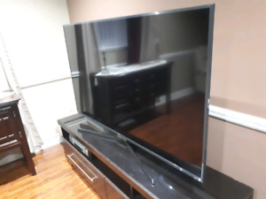 Samsung 70 inch 4K Smart TV (AS IS- for fix/parts/scrap)