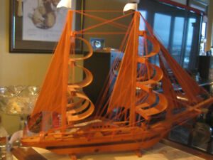Magnifique grand voilier décoratif en bois avec filage + voilure