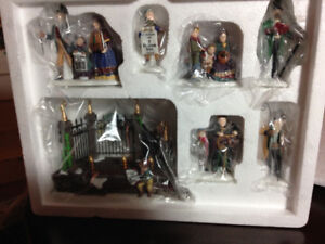 DEPT 56 - A CHRISTMAS CAROL READING BY CHARLES DICKENS SET OF 7
