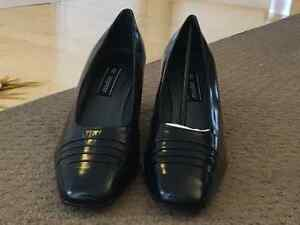 Mr. Seymour NAVY Pumps NEW size 12 Kitchener / Waterloo Kitchener Area image 5