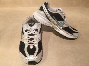 Women's Nike Impact Support Running Shoes Size 8 London Ontario image 7