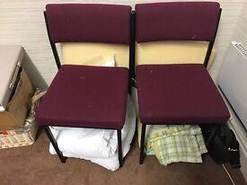 2 waiting chairs