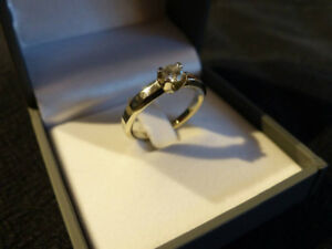 19kt White Gold Diamond Engagement Ring