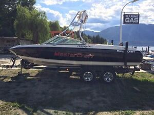 2003 Master craft x10 wakeboard/surf boat