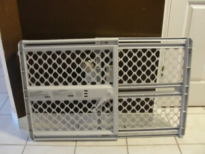Pressure mounted baby gate
