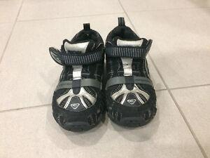 Various Boy Toddler Shoes - $5 to $15 - Sizes 6, 7, 9 Kingston Kingston Area image 9