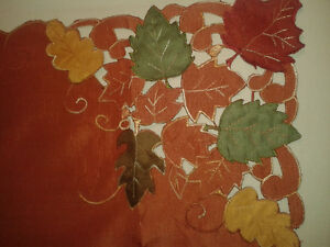 Elegant table cloth and 4 round place mats in fall colours - NEW Kitchener / Waterloo Kitchener Area image 2