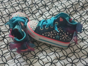 EUC Size 5 twinkle toes sneakers