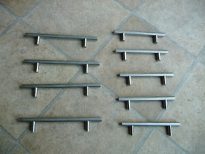 Drawer and cabinet pulls