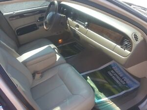 LINCOLN TOWN CAR CARTIER  *** LOADED *** SALE PRICED $3995 Peterborough Peterborough Area image 8